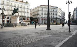 La Puerta del Sol de Madrid, desierta.