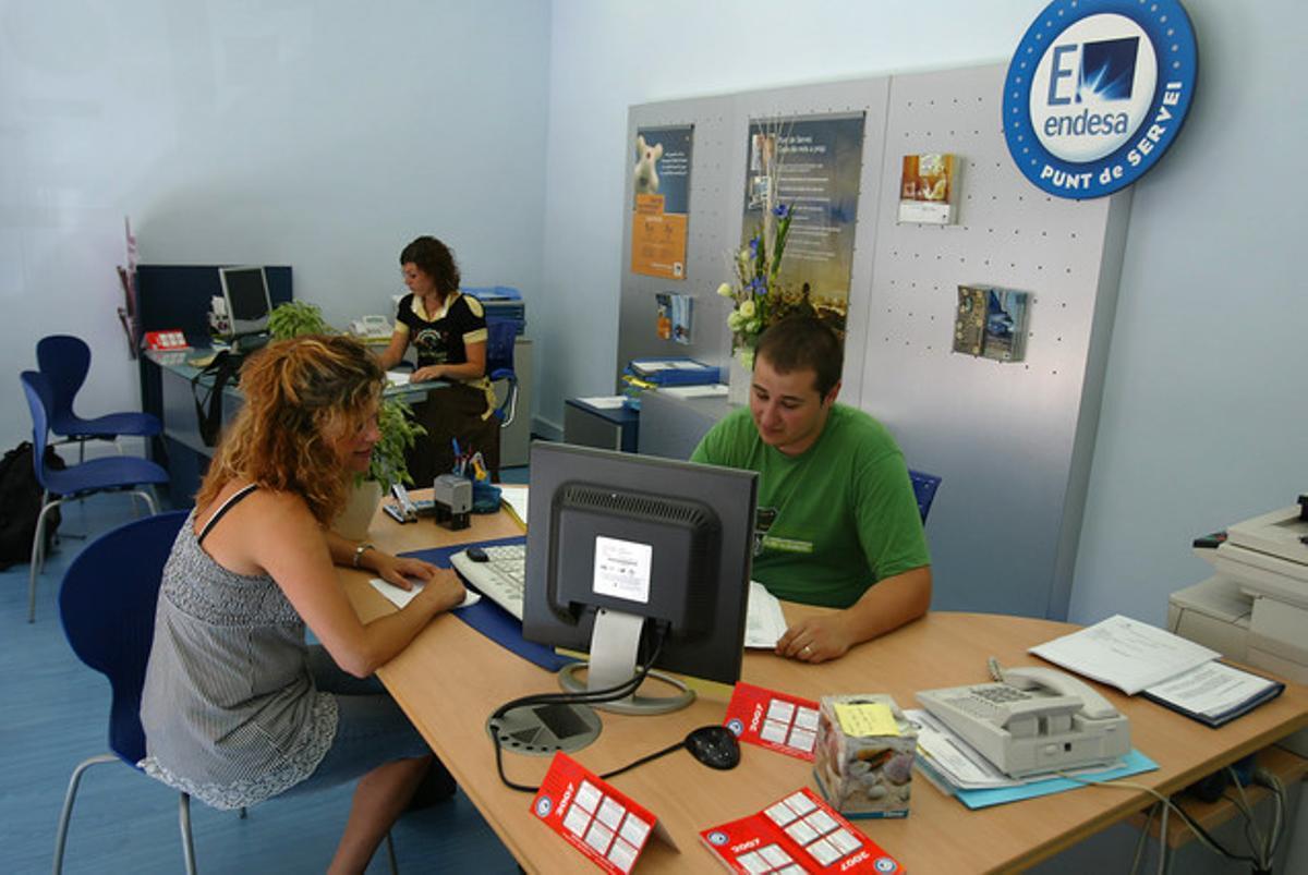 Una oficina de atención al cliente de FECSA-Endesa, en Barcelona.