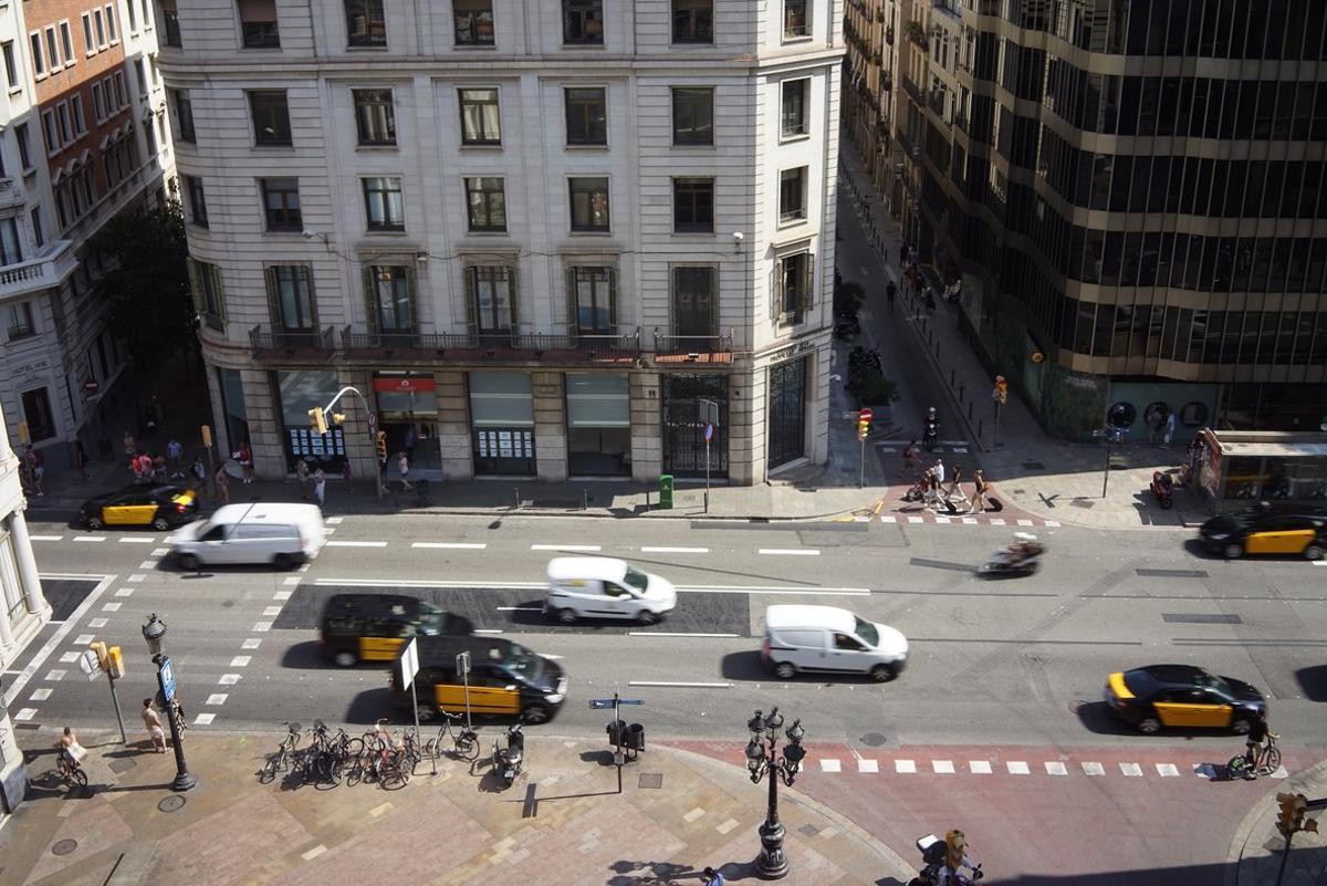El embajador de Afganistán en España, residente en Madrid, sufrió este domingo por la noche un robo violento en Barcelona.