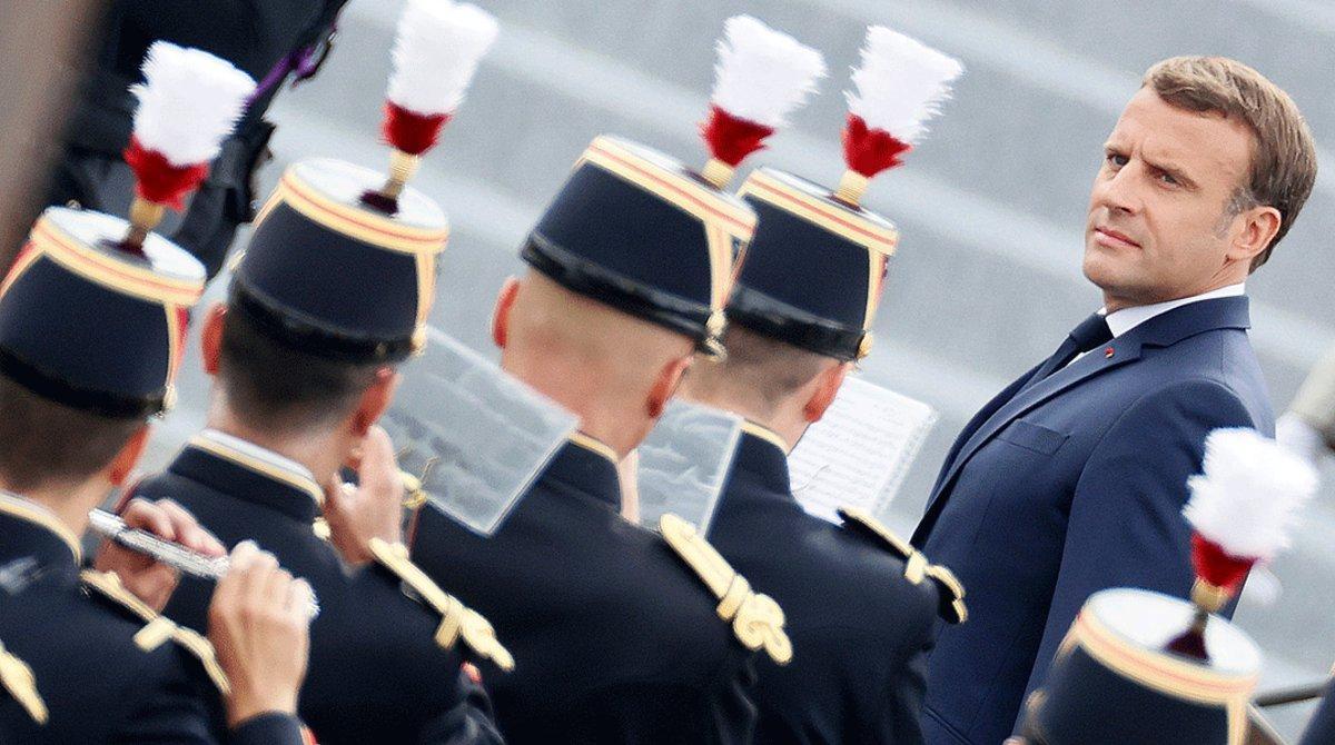 Macron s'estanca a la dreta