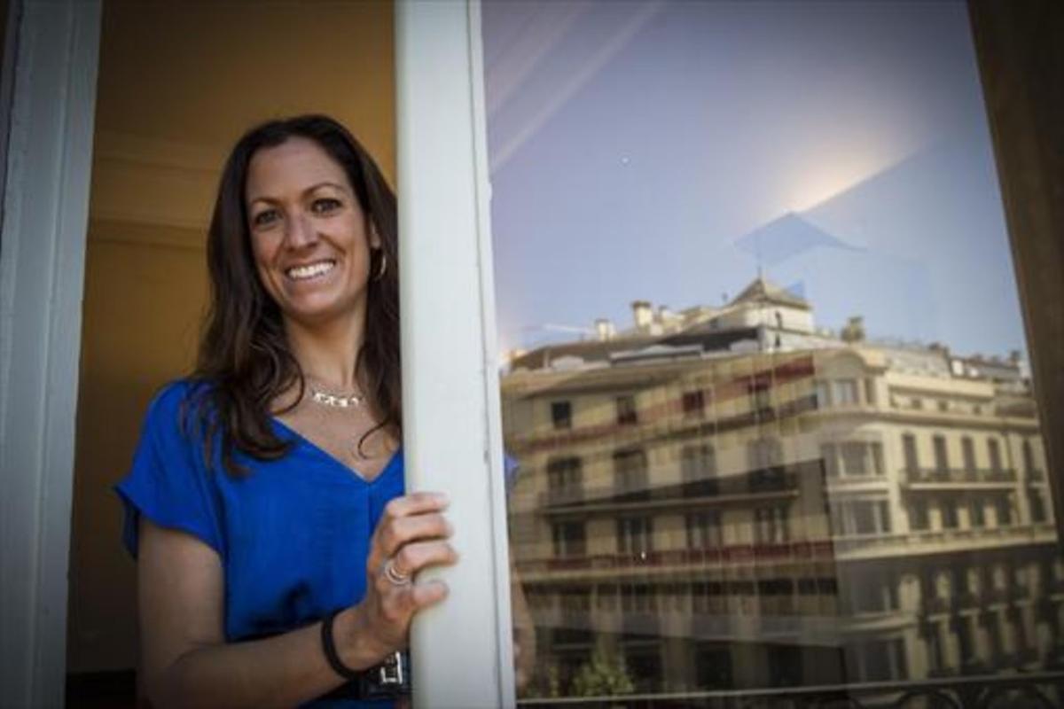 La decana del Col·legi de l'Advocacia de Barcelona, Maria Eugenia Gay, en su despacho. en una foto de archivo.