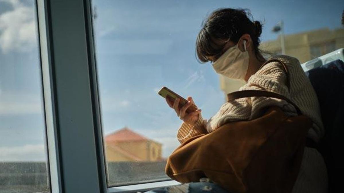 Un positivo en Covid miente a sus amigos para ir a una fiesta y causa un brote con 8 contagios en Tenerife.