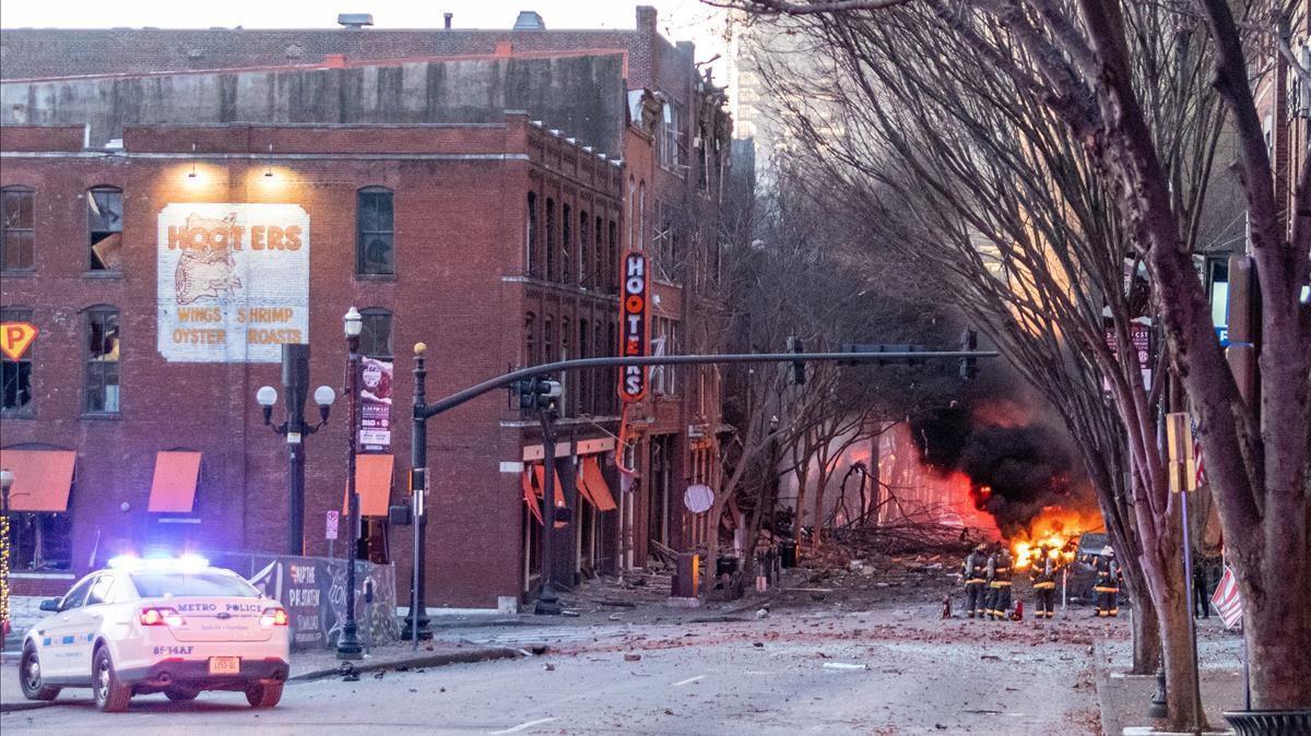 Tres heridos leves en la explosión de un vehículo bomba en Nashville (EEUU)