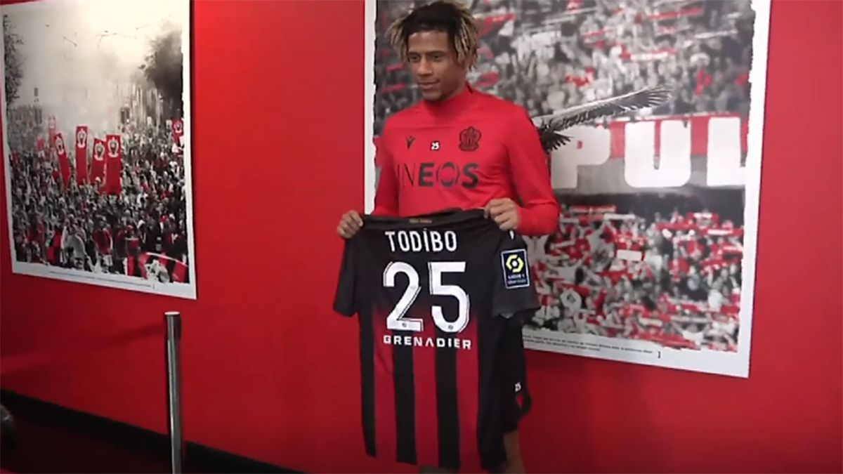 Todibo, en su presentación con el Niza.