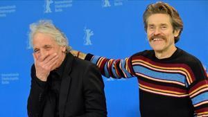 Abel Ferrara y Willem Dafoe, en Berlín este lunes.