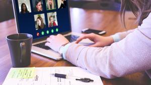 los jóvenes han tenido que apoyar a sus padres con la digitalización