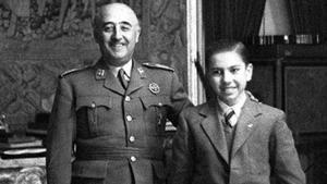 Francisco Franco junto a Arturo Pomar, joven prodigio del ajedrez en España.