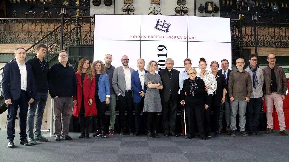 Foto de familia de los galardonados con los Premis Crítica Serra d'Or, ayer.