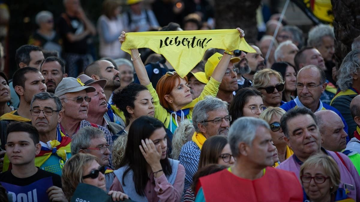 El 'sí' a la independència de Catalunya retrocedeix al seu nivell més baix des de l'1-O