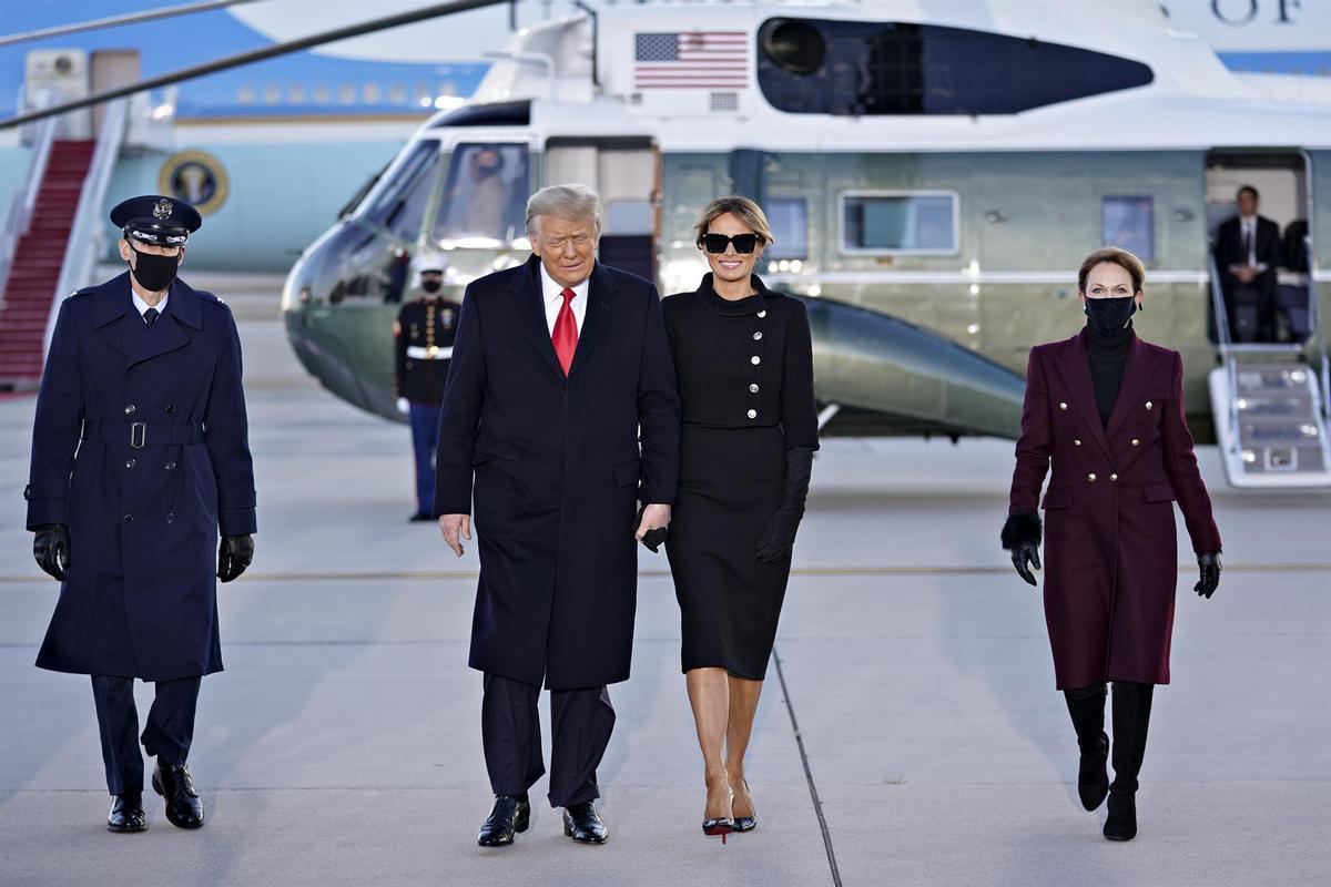 El expresidente de los Estados Unidos Donald Trump junto a su exposa, Melania Trump en un acto realizado en su último día en el cargo el pasado 20 de enero.