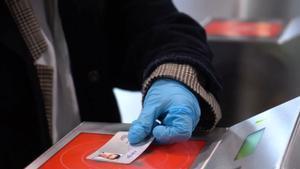 Rodalies permetrà el pagament directe amb targeta i mòbil en el torn d'accés
