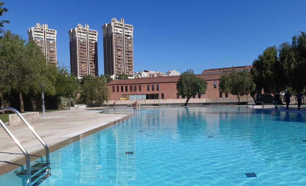 Piscina de verano del parc dels Torrents de Esplugues
