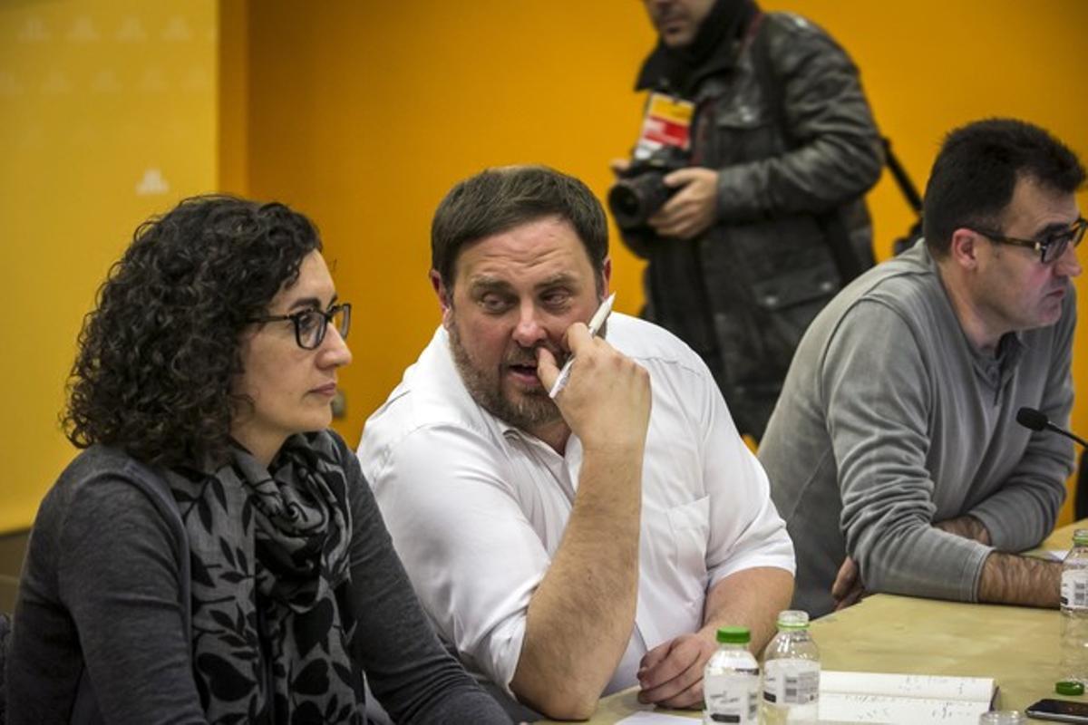 Oriol Junqueras y Marta Rovira durante la reunión de la ejecutiva de ERC.