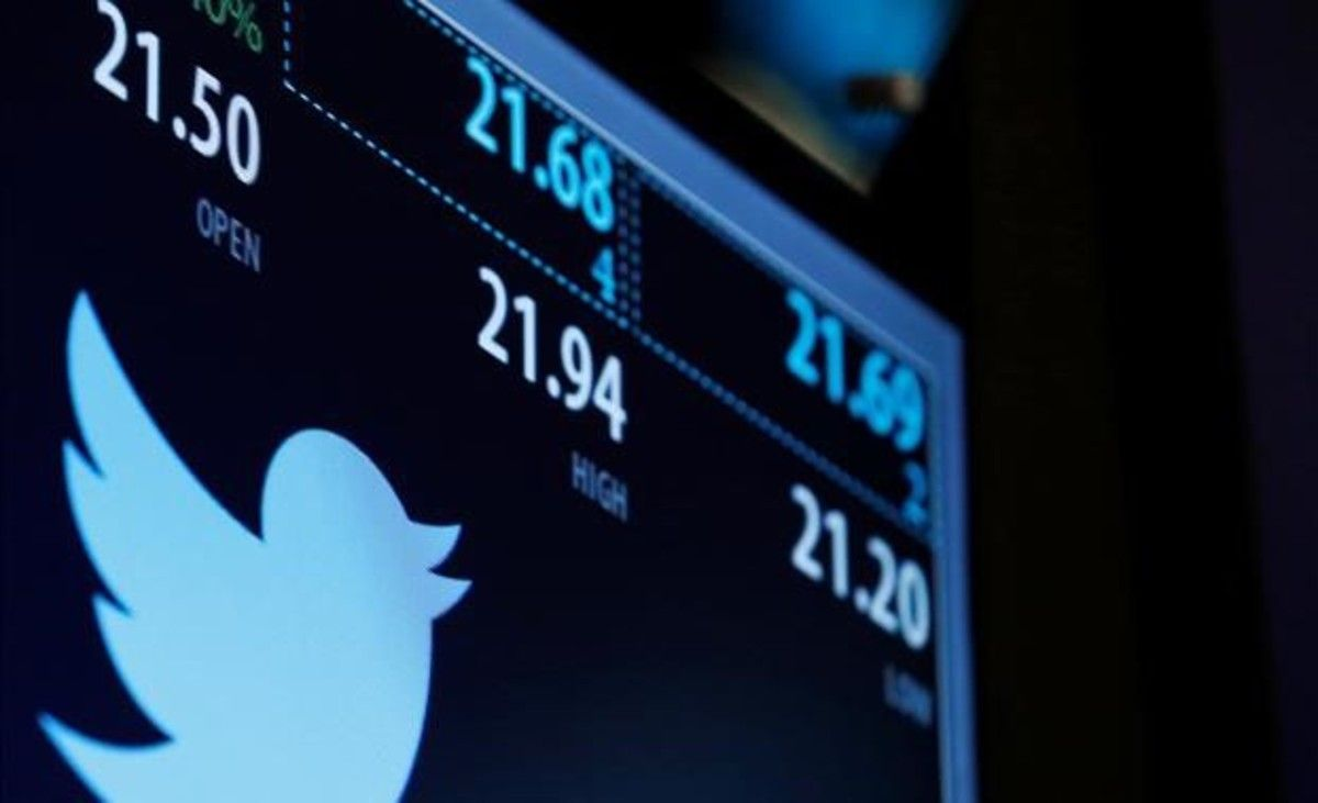 El logo de Twitter en un pantalla de la Bolsa de Nueva York.