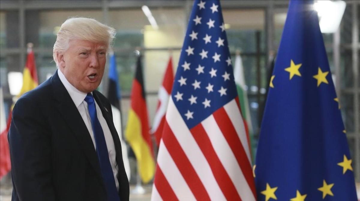El presidente de EEUU Donald Trump antes de su reunion con el presidente del Consejo Europeo Donald Tusk en Bruselas.