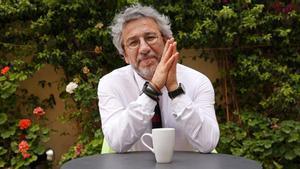 El periodista turco Can Dündar, exdirector del diario opositor 'Cumhuriyet', en Barcelona en el año 2017.