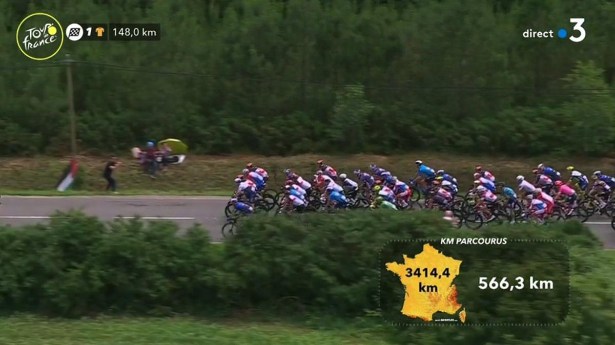 Los ciclistas, a ritmo tranquilo.