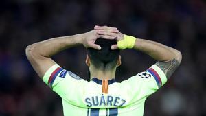 Luis Suárez con las manos en la cabeza tras la remontada del Liverpool.