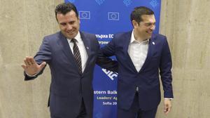 Los primeros ministros macedonio y griego, Zoran Zaev y Alexis Tsipras.