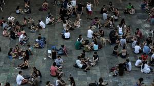 Botellón en las fiestas de Gràcia, este año.