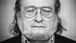 """Santiago Niño Becerra: """"El futuro será un vivir al día"""""""