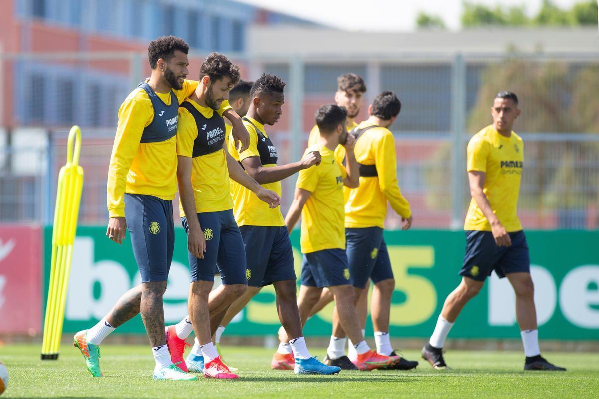 El Villarreal, en el último entrenamiento antes de viajar a Londres.