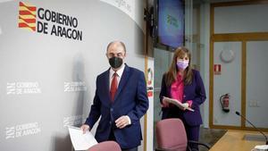 Javier Lamban  presidente de Aragon  y Sira Repolles  consejera de Sanidad  este miercoles  - CHUS MARCHADOR