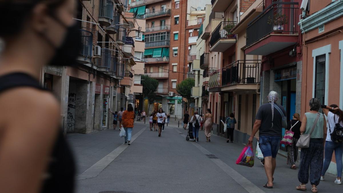Una zona peatonal del barrio de Cerdanyola, ayer por la tarde en Mataró.