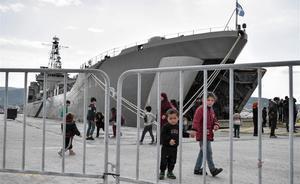 Un camp de refugiats flotant a Lesbos