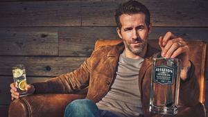 El actor Ryan Reynolds, en una imagen publicitaria de Aviation American Gin.
