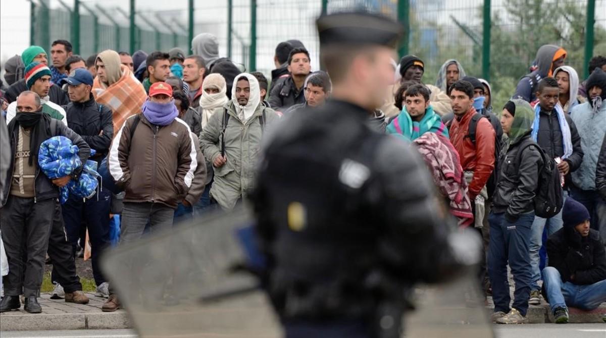 Inmigrantes y refugiados en el campo de Calais.