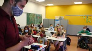Educació estudia si els escolars catalans han de portar mascareta a classe a partir dels 10 anys