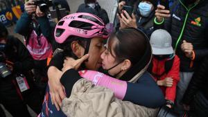 Egan Bernal es queda sol en el Giro 2021