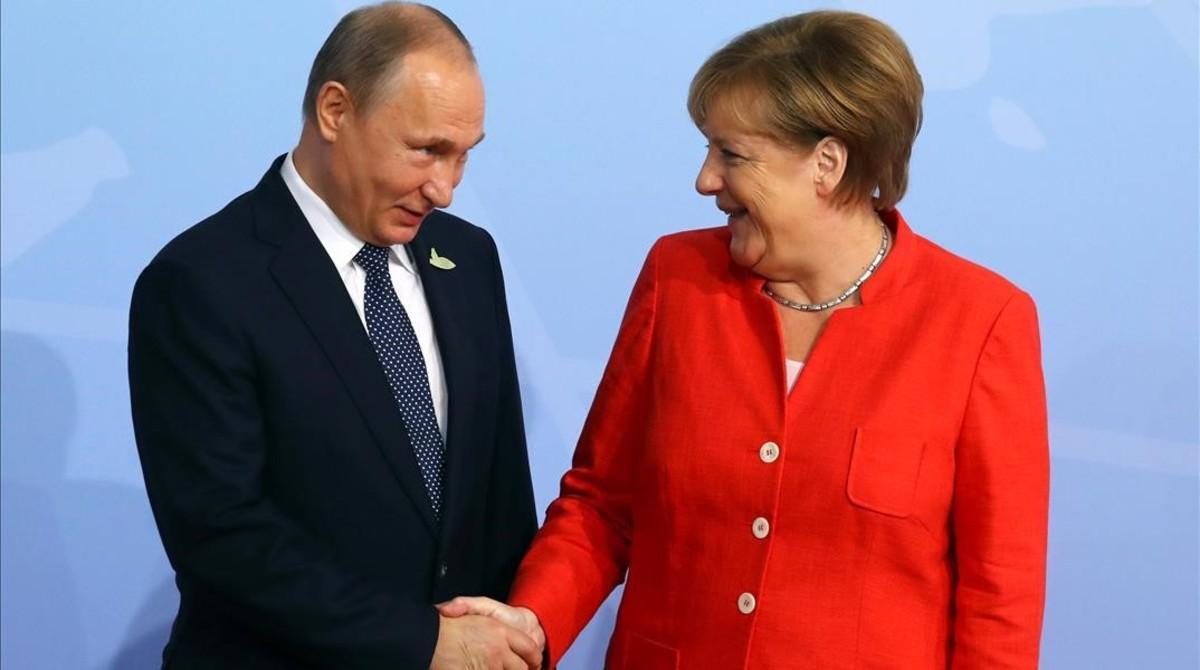 El presidenteVladimir Putin junto a la canciller alemana.
