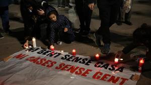 Acto en recuerdo a las dos personas sin hogar muertas el 11 de enero en Barcelona.