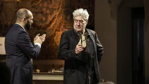 Quim Monzó recoge el Premi d'Honor de les Lletres Catalanes en el Palau.