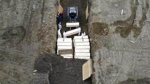 La fosa común del coronavirus en Nueva York: la isla de Hart, el mayor cementerio de EEUU