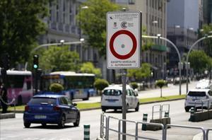 Carteles que delimitan el Àrea de Madrid-Central .