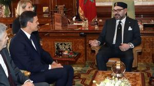 El presidente del Gobierno, Pedro Sánchez, y el ministro del Interior, Fernando Grande-Marlaska, durante el encuentro con el rey Mohamed VI, en el Palacio Real de Rabat, el pasado 19 de noviembre de 2018.