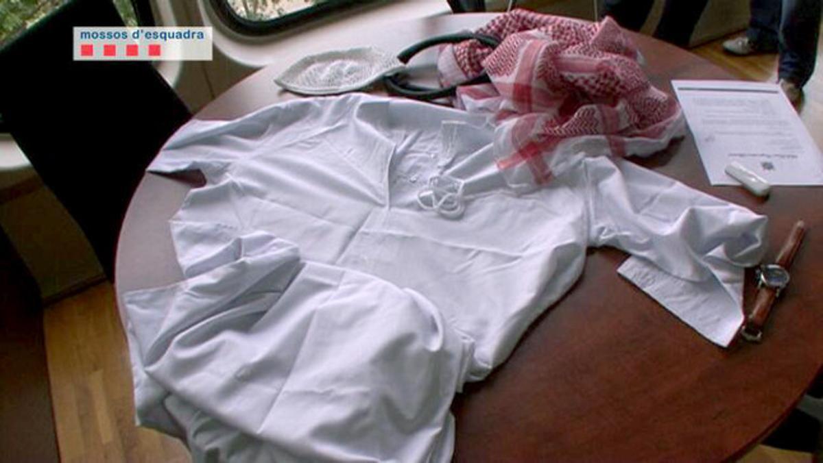 Las ropas que usaban los estafadores.