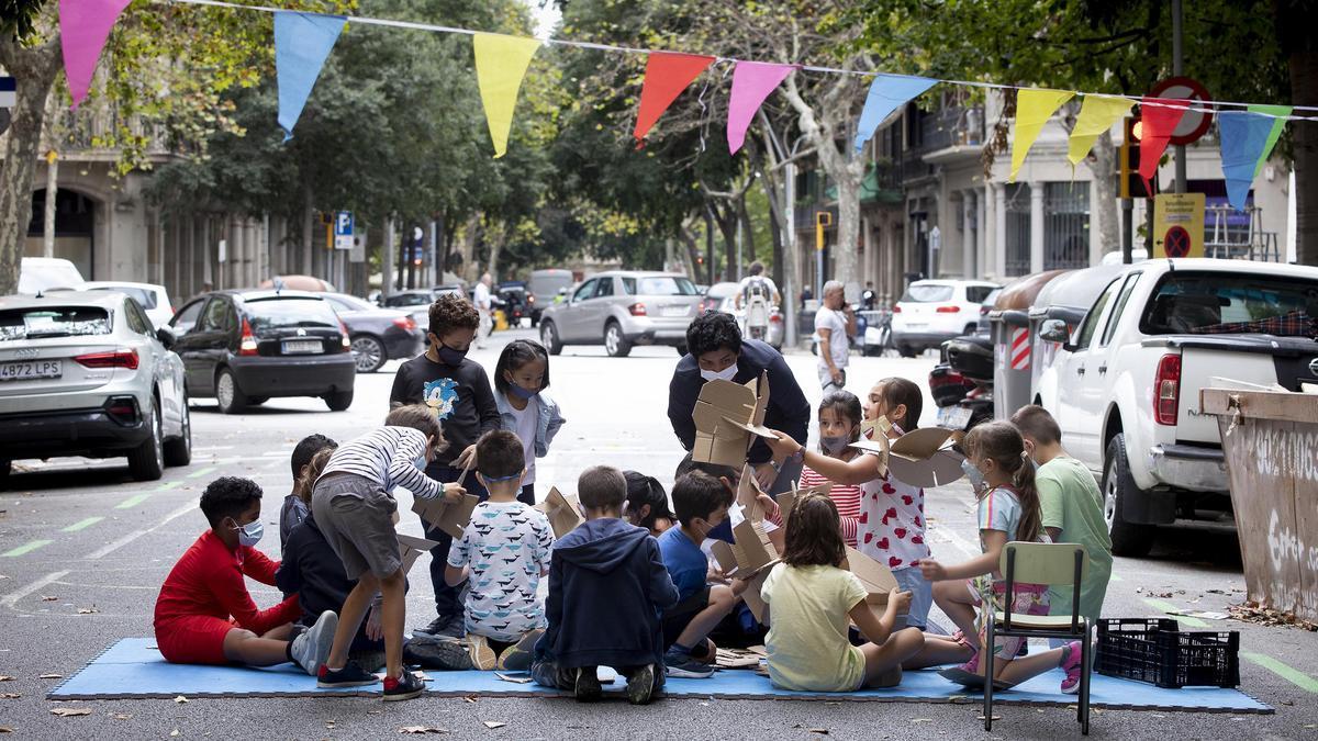Un tramo de la calle Bailén cortada al tráfico para organizar una de las actividades propuestas en el día sin coches en Barcelona