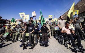 Milicias kurdas frente a la sede de Naciones Unidas en la ciudad de Qamishli, en el norte de Siria.