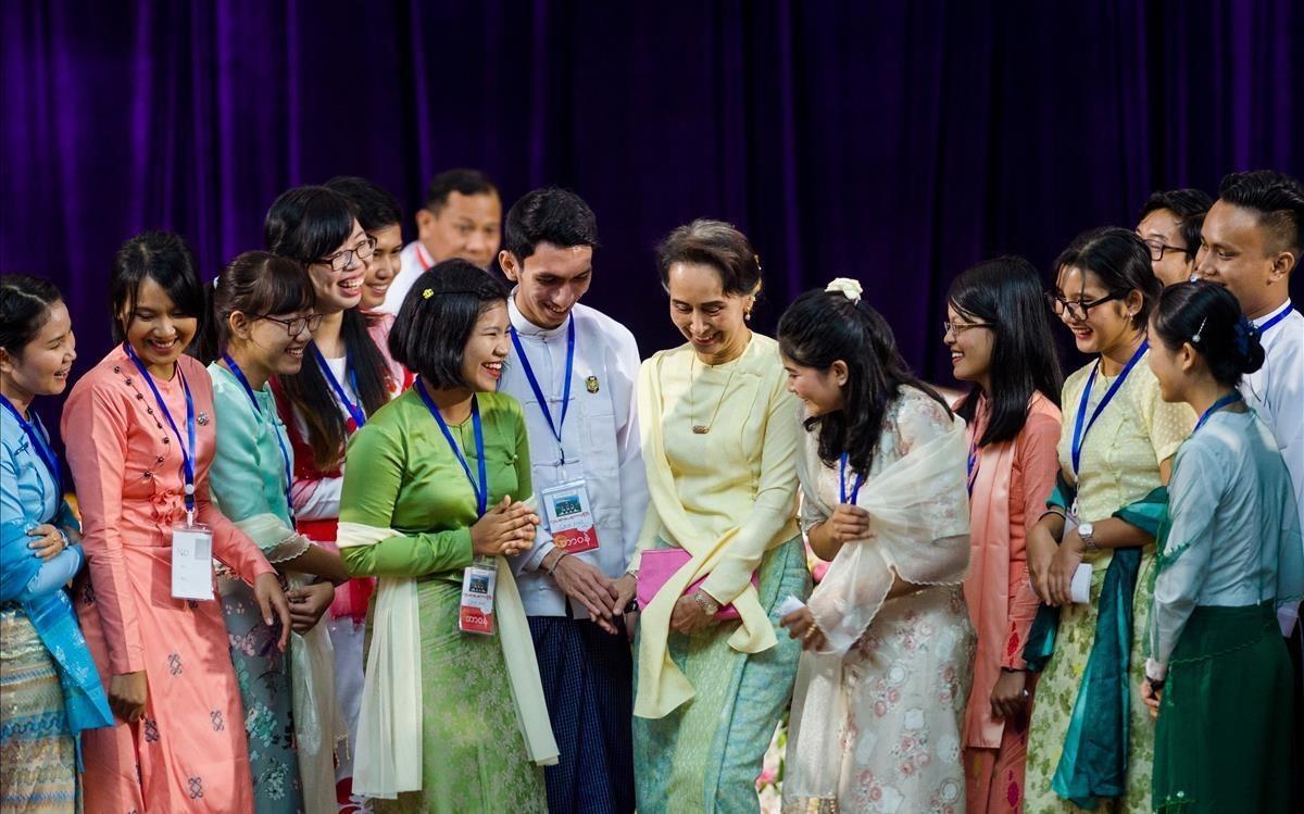Aung San Suu Kyi, durante un acto con estudiantes en la Universidad de Yangon.