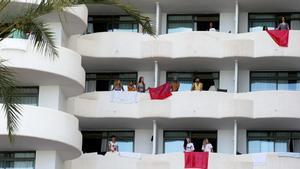 Imputada per detenció il·legal l'alt càrrec del Govern balear que va confinar els estudiants a l'hotel Covid de Mallorca