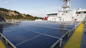 Paneles solares instalados en el buque de Grimaldi 'Eco Barcelona'.