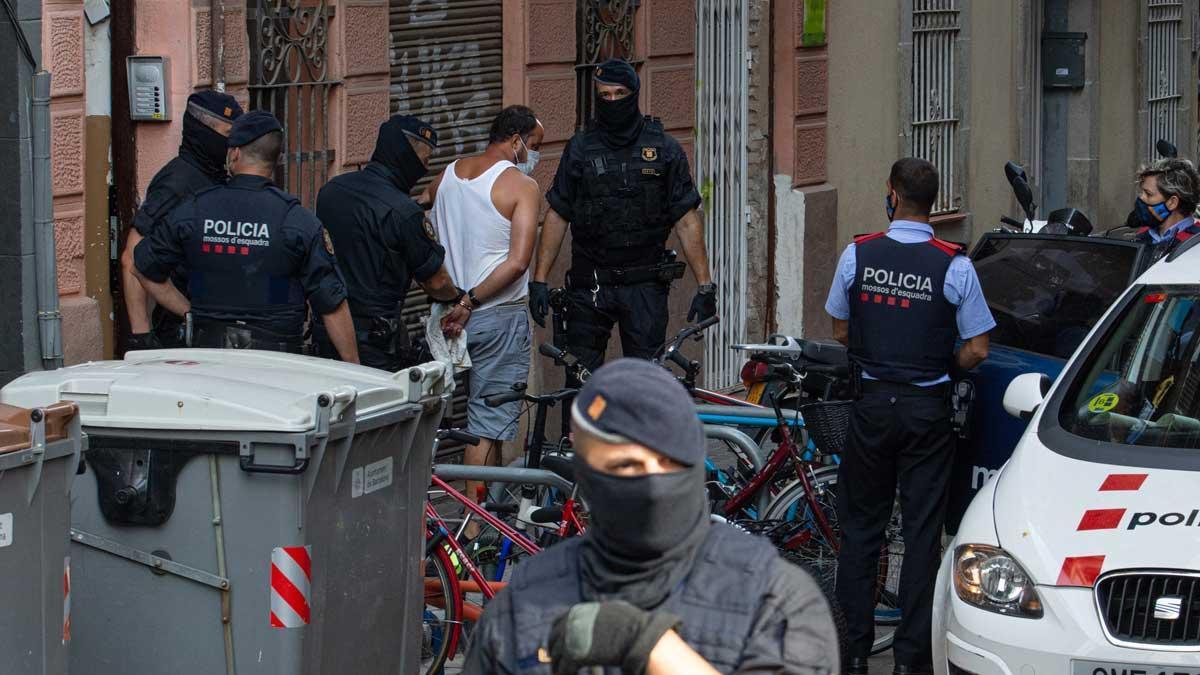 Detenido un presunto yihadista en una operación en el barrio de la Barceloneta (Barcelona).