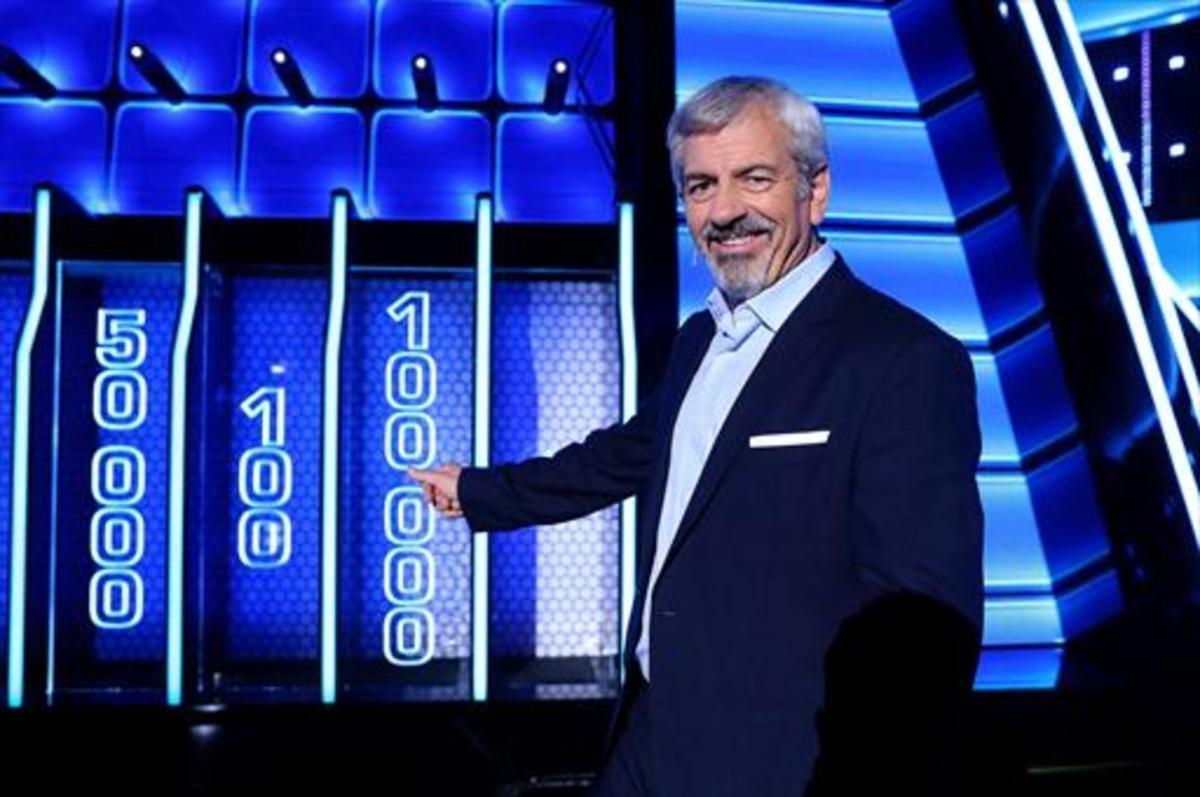 El presentador Carlos Sobera, en el plató de 'The wall', concurso de Tele 5.