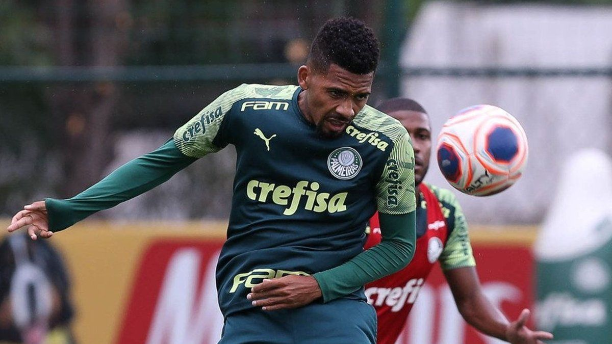 Matheus Fernandes, con la camiseta del Palmeiras.