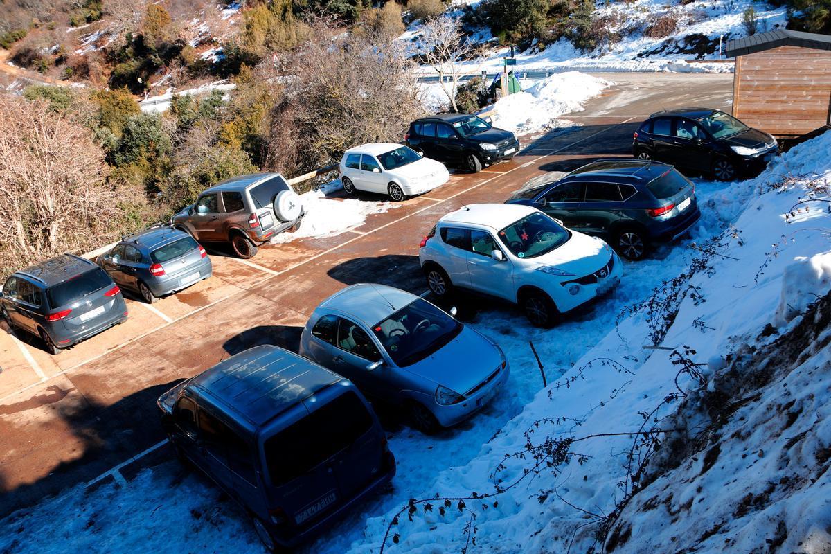 El alcalde de El Brull se queja porque la nieve ha atraído a foráneos durante el confinamiento