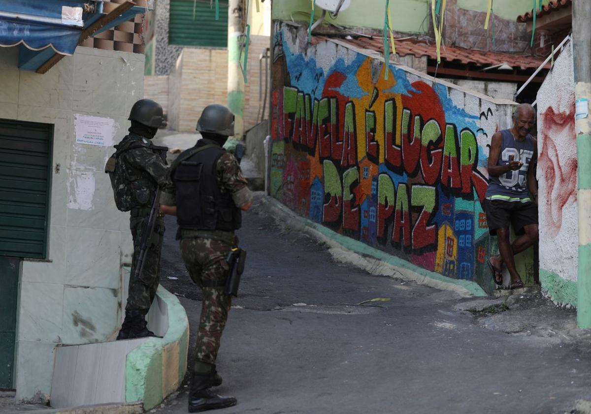 Soldados brasileños durante un operativo en Río de Janeiro.